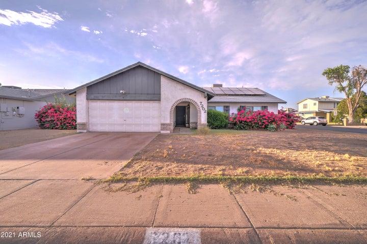 7202 W MEDLOCK Drive, Glendale, AZ 85303