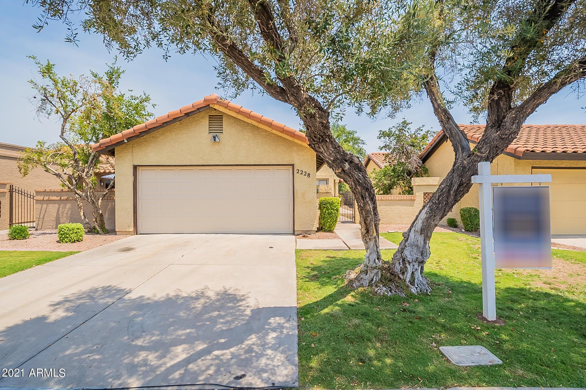 2228 E FLOSSMOOR Avenue, Mesa, AZ 85204
