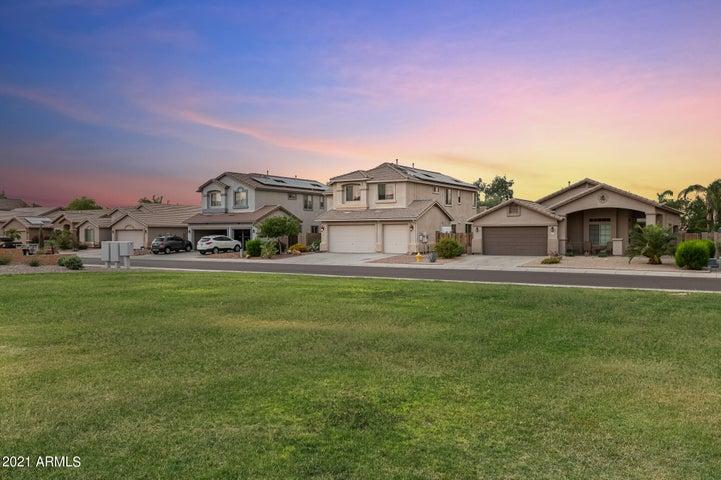 2022 W GOLDMINE MOUNTAIN Drive, Queen Creek, AZ 85142