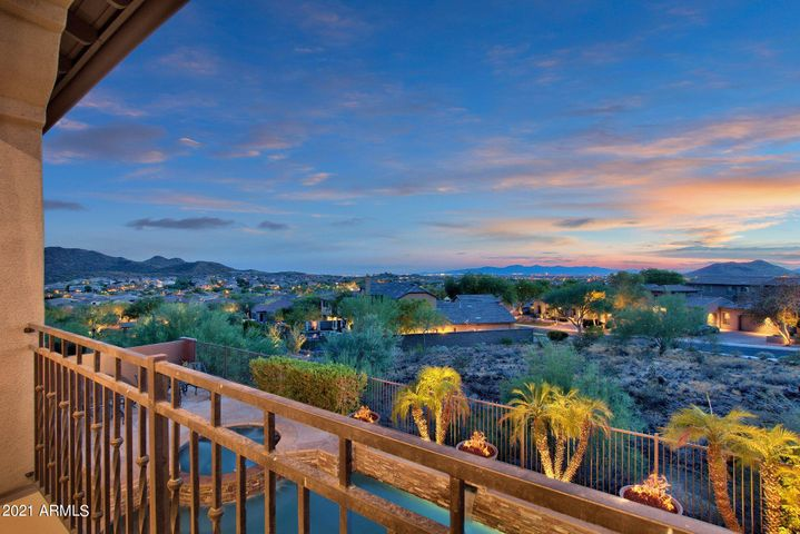SPECTACULAR MOUNTAIN AND CITY LIGHT VIEWS RIGHT FROM YOUR BACKYARD!