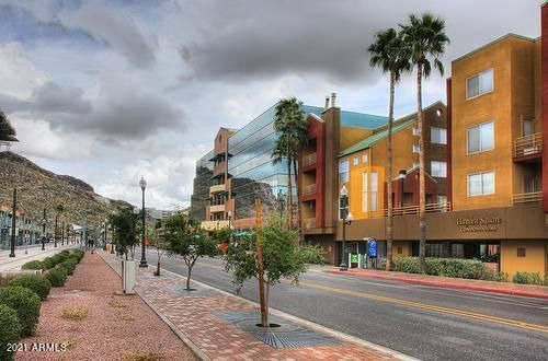 15 Minutes to Downtown Phoenix or 5 Minutes to the Airport