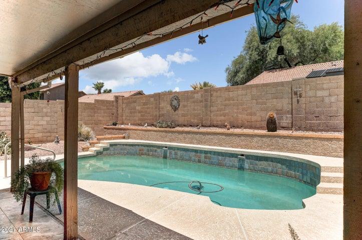 2732 E ROCKLEDGE Road, Phoenix, AZ 85048