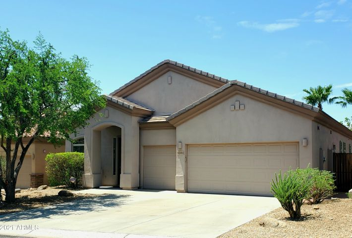 Located in McDowell Mountain Ranch Sunset Point. Hard to find single level home with a 3 car garage.