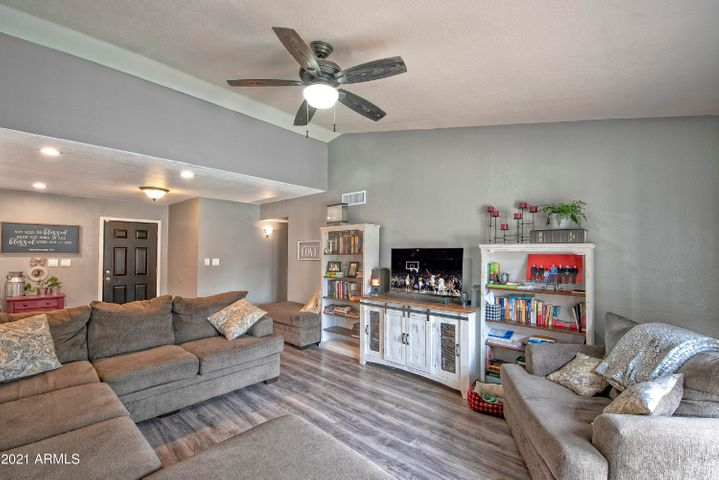 Gorgeous 4 bedroom 2 bath single level home in 85308.