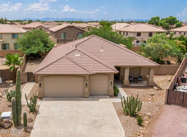 Great Curb Appeal with Desert Landscaping