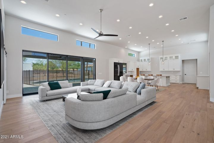 Great room (family room) and kitchen views. Over 1,000sf great room, nearly 45' in length.