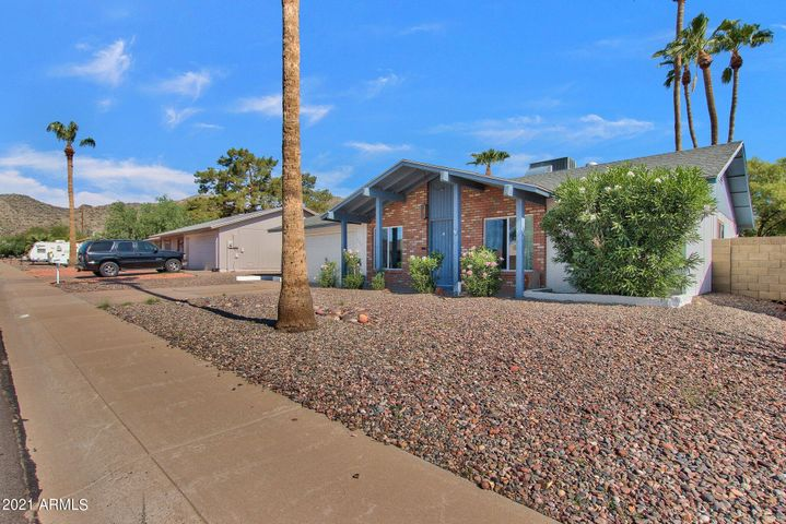 Single family home with South Mountain Views