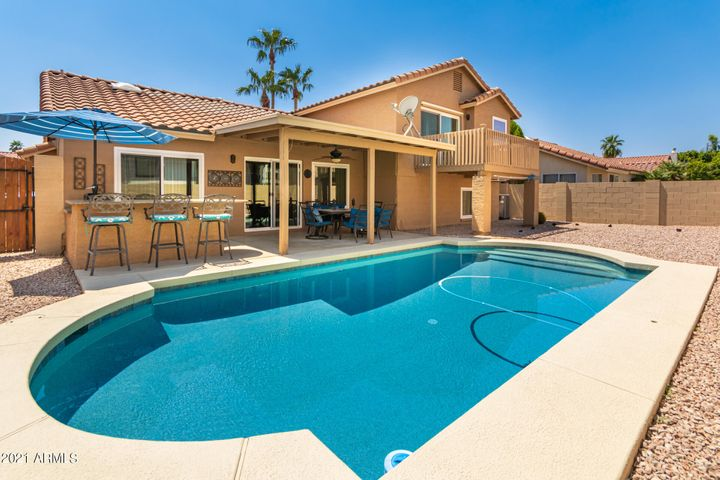 Sparkling pool and built-in BBQ for summertime entertaining!