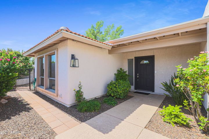 beautiful remodeled single family home in Mccormick with garage!