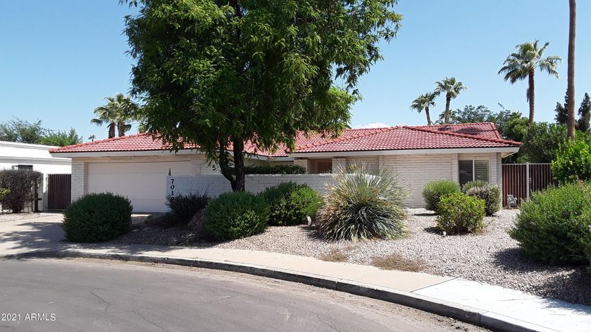 Quiet cul-de-sac setting with desert landscaping outside front courtyard.