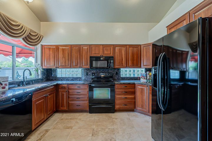 Lots of cabinets & counter space