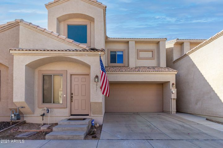 2737 E SCHILIRO Circle, Phoenix, AZ 85032