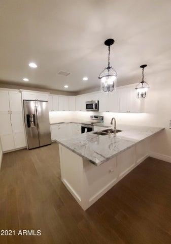 8747 W HIGHLAND Avenue, Phoenix, AZ 85037