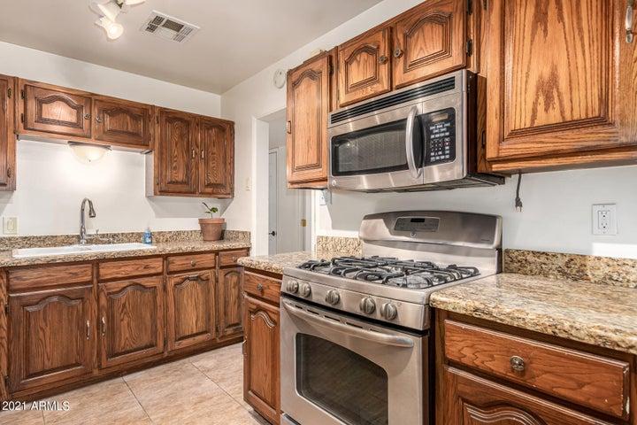 5941 W STELLA Lane, Glendale, AZ 85301