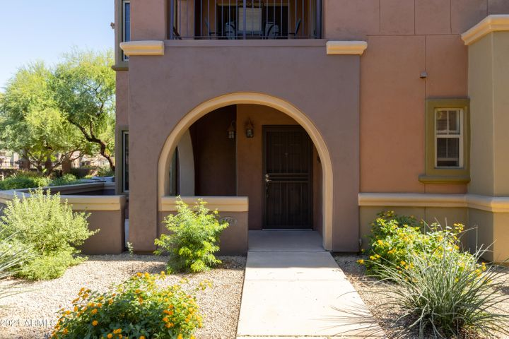 Welcome to the Villages at Aviano community in North Phoenix! This premium lot overlooks the greenbelt and is close to the community pool!