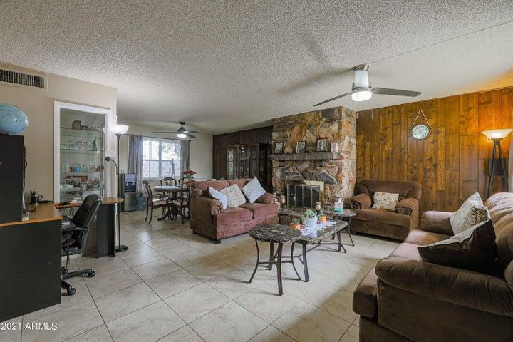 7813 N 49TH Avenue, Glendale, AZ 85301