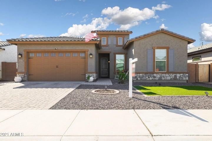 Upgraded Elevation extra large garage door/decorative stone!