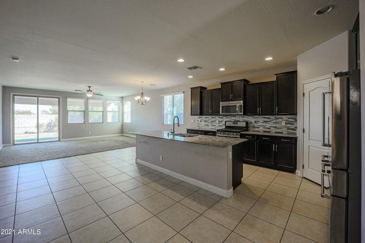 18477 N RAVELLO Road, Maricopa, AZ 85138