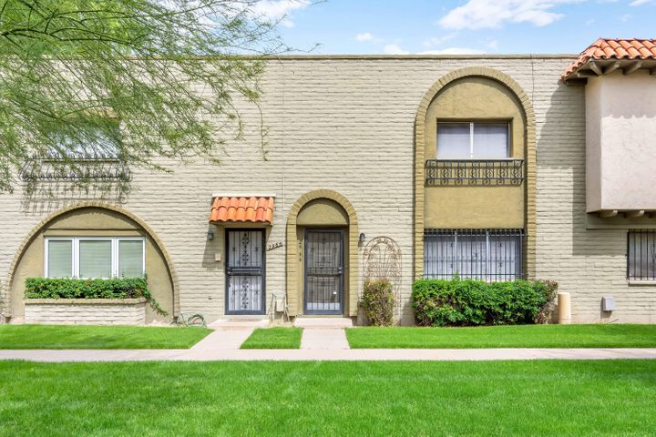 2966 E CLARENDON Avenue, Phoenix, AZ 85016