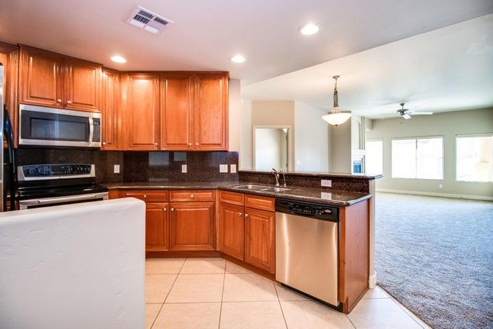 5450 E DEER VALLEY Drive 4203, Phoenix, AZ 85054