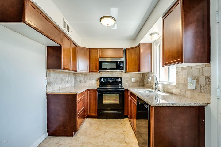 1320 E BETHANY HOME Road 104, Phoenix, AZ 85014