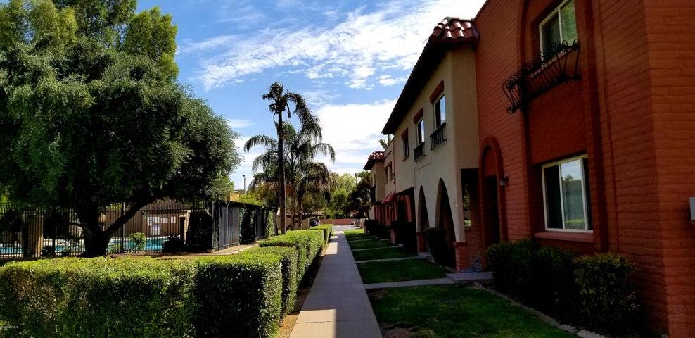 2879 E FAIRMOUNT Avenue, Phoenix, AZ 85016