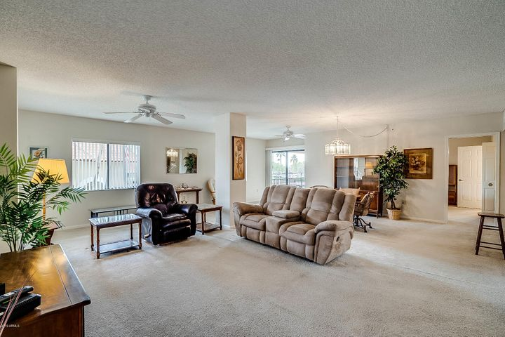 10330 W THUNDERBIRD Boulevard A303, Sun City, AZ 85351
