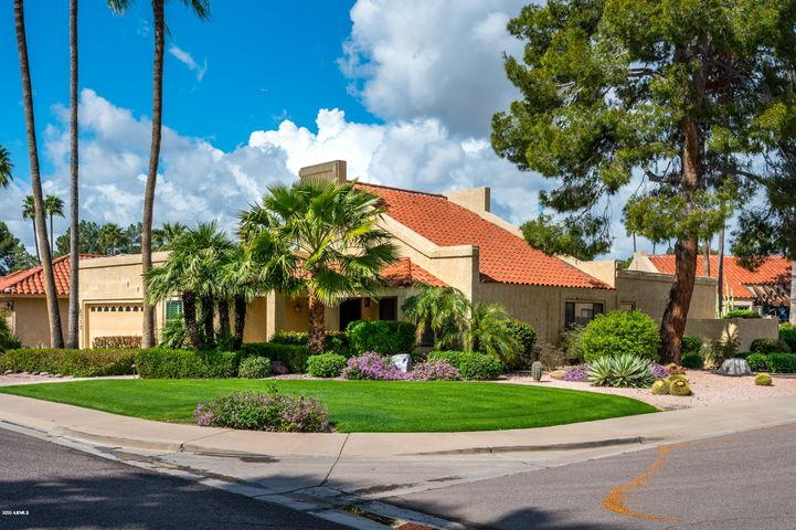 Home in the desirable Country Horizons neighborhood in McCormick Ranch. Centrally located in Scottsdale close to Westworld and Oldtown Scottsdale. Current owners added a 462sf casita adding to the main 3bed/2bath main house. Huge master suite features a large bathroom and closet. Don't miss the door to the secret back room. Located in a very desirable area off of the Loop 101, this beautiful community has easy access to the Hayden greenbelt which is surrounded by gorgeous mountain views and picturesque desert surroundings. Enjoy the proximity to many shopping, dining, and entertainment including the Pavillions, Old Town Scottsdale, and Talking Stick Resort. Students living in the neighborhood attend desirable Cochise Elementary School, Cocopah Middle School, and Chaparral High School