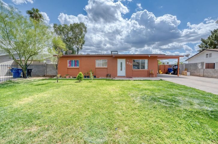 Welcome home to this beautiful four bedroom home! Centrally located, with quick access to the freeway, this home is in a perfect location! The spacious living area and kitchen are perfect for the whole family. Four bedrooms give you enough space for the kids and a spare bedroom or office. Hurry and see this one today!
