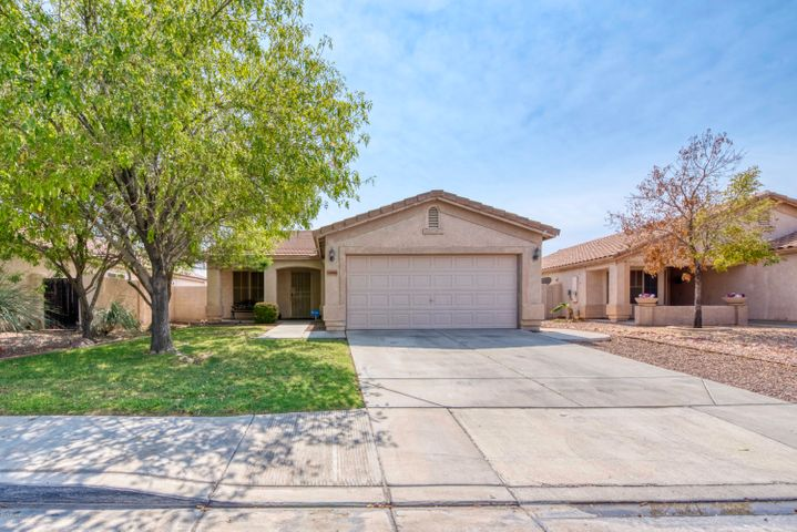 This well maintained home offers an open concept and a split floor plan in a fantastic location near Loop 101 and all of the popular dining options at Arrowhead Towne Center. Vaulted ceilings keep the interior spaces feeling light and bright. The low maintenance backyard is spacious and features a covered patio with dog run. With a two-car garage and indoor laundry room, this home has everything you need! Schedule your showing today before it's gone.