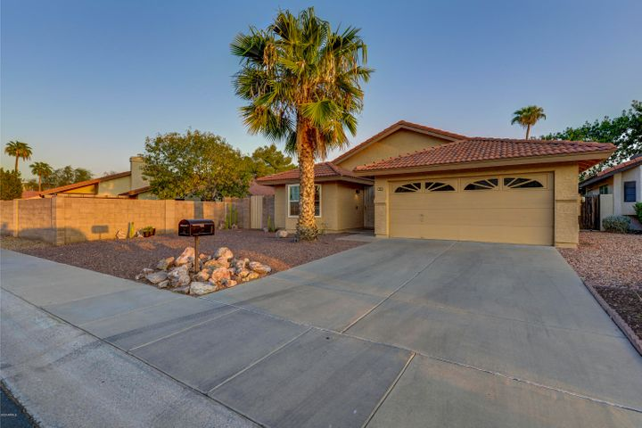 Accepting Backups! - Come see this beautiful Chandler home that's just minutes away from numerous parks and the Chandler Fashion Center Mall. The kitchen features a peninsula for bar seating, pantry, and large bay window. Off towards the back of the home are both of the 2 bedrooms, offering great privacy from the road. The expansive backyard provides a perfect canvas for building out a pool or entertaining space. The low-maintenance yard currently features a rock landscape and desert plants. The neighborhood is full of walkways to all of the parks, tennis courts, 2 community pools, and the local schools. Don't wait, schedule your showing today!