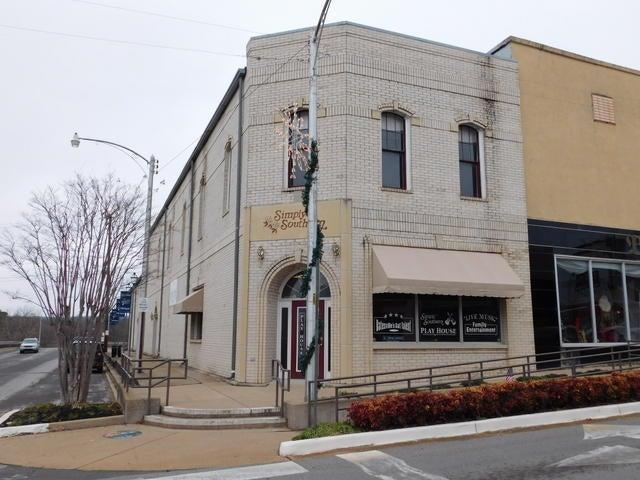 Commercial for sale – 201 E  Main  Batesville, AR