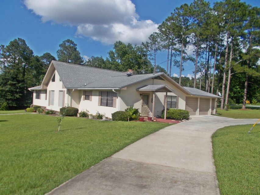 Photo of 3208 LAKE PLACE Drive Marianna FL 32446