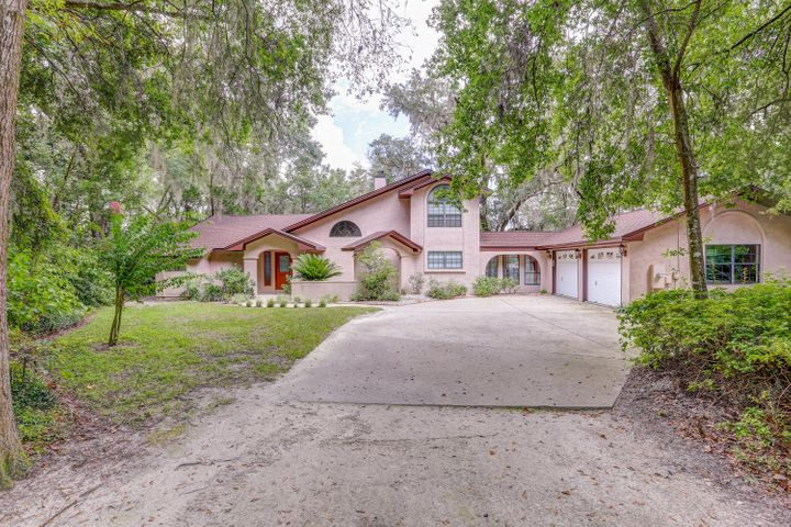 4033 Osprey Point is a quiet lakefront abode with 185 feet on then main part of Deerpoint Lake.