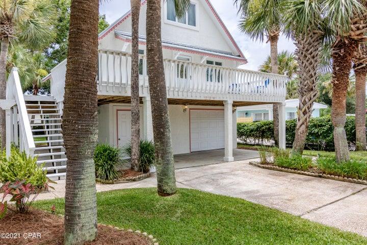 Gorgeous 4bdrm 3 bath Beach House with huge deck