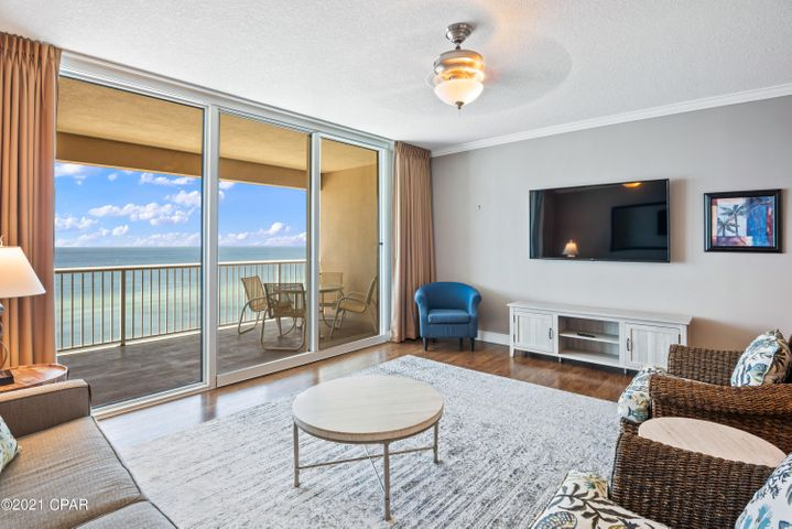 Beautiful Gulf front condo with 1 bedroom, 2 bathrooms and a bunk room for additional sleep space. Located on the 5th floor, this condo offers spectacular views!