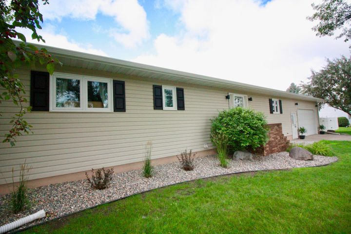 903 Main St, Breckenridge, MN 56520