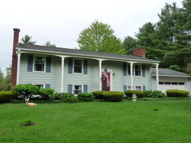 110 Fairview St, Lee, MA 01238