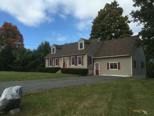 4 Melbourne Rd, Pittsfield, MA 01201
