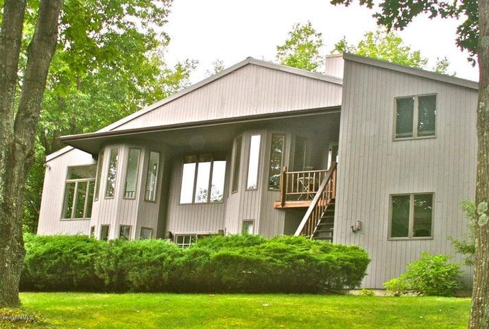 222 Whitman Rd, Hancock, MA 01237