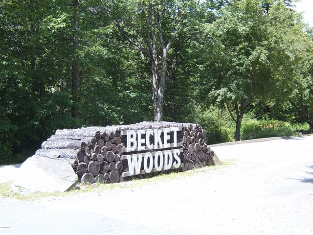 BECKET WOODS - MAIN ENTRANCE