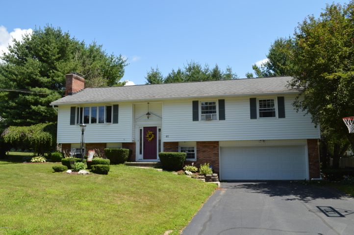 61 Rockland Dr, Pittsfield, MA 01201