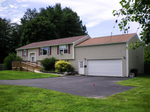 179 Maple Grove Dr, Pittsfield, MA 01201