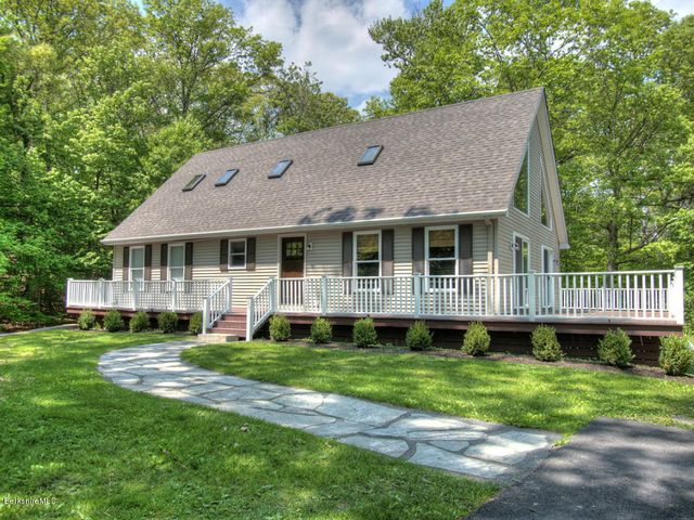 30 Golf Course Rd, Craryville, NY 12521