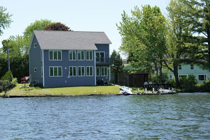 32 Shore Dr, Pittsfield, MA 01201