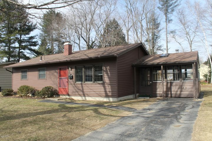 157 Maple Grove Dr, Pittsfield, MA 01201