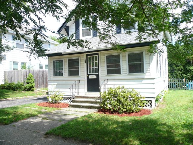 30 Meadow Ln, Pittsfield, MA 01201