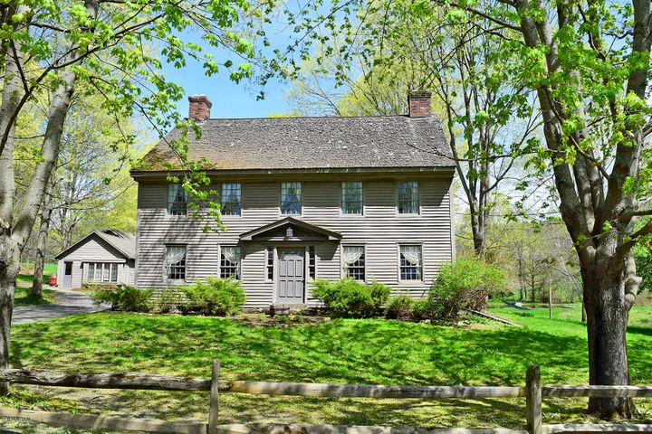Colonial with private guest cottage...