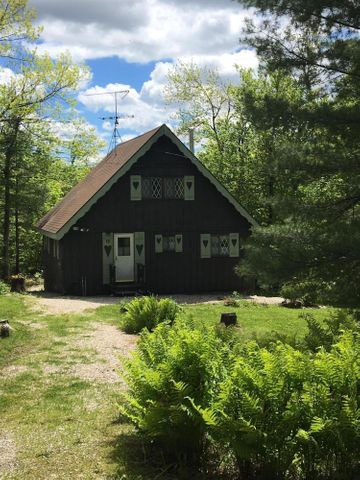 66 Long Bow Ln, Becket, MA 01223