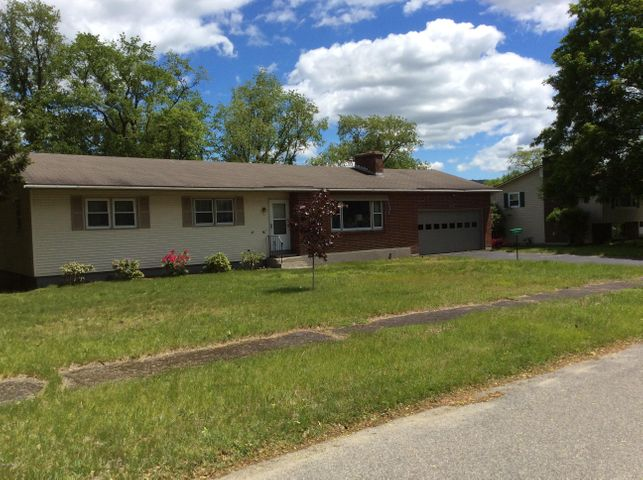 89 Palomino Dr, Pittsfield, MA 01201